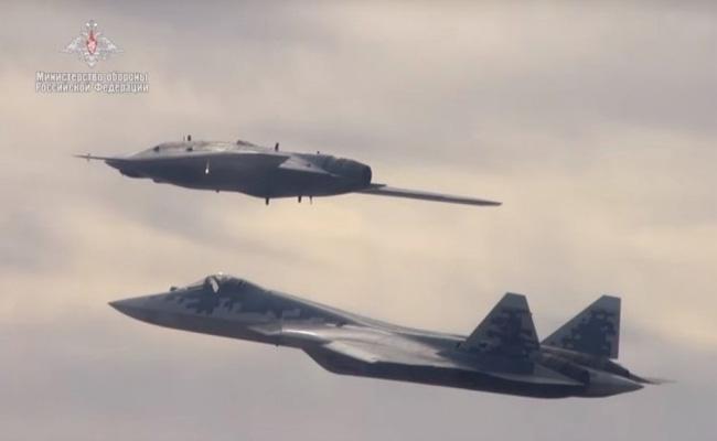 S- 57 스텔스 전투기와 S-70 헌터 스텔스 드론 동시 비행의 의미