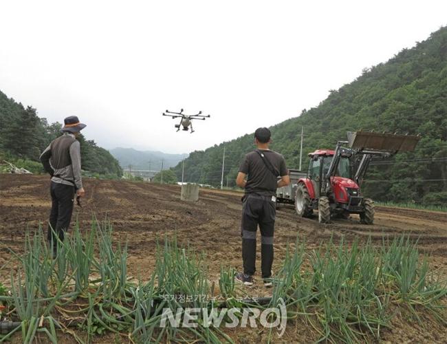 홍천군, 드론과 농업미생물의 만남으로 과학영농 선도