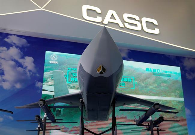 中 군사력 과시…고속 스텔스 드론 등 첨단무기 공개