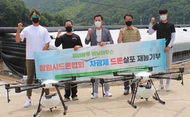 창원시드론협회, 비닐하우스 차광제 살포 '재능 기부'