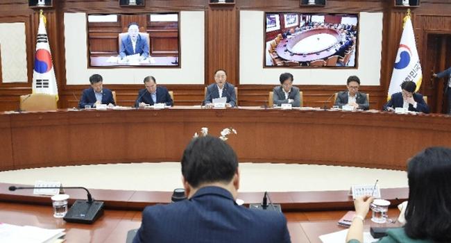 군 병력, 2022년까지 50만명으로 감축..드론 봇, 무인항공기등 첨단 기술 중심으로 개편