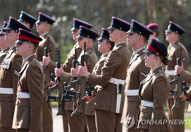 영국, 육군병력 줄이고 드론·로봇 등 첨단장비 늘리기로